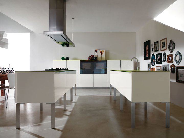 Table de cuisine moderne en verre maison design for Table cuisine moderne design